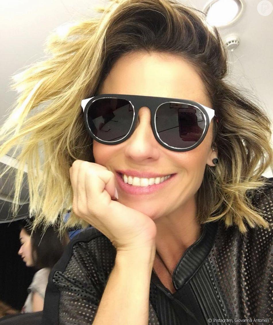 Óculos de sol estilo máscara são os favoritos de Giovanna Antonelli ... c0073f0db1