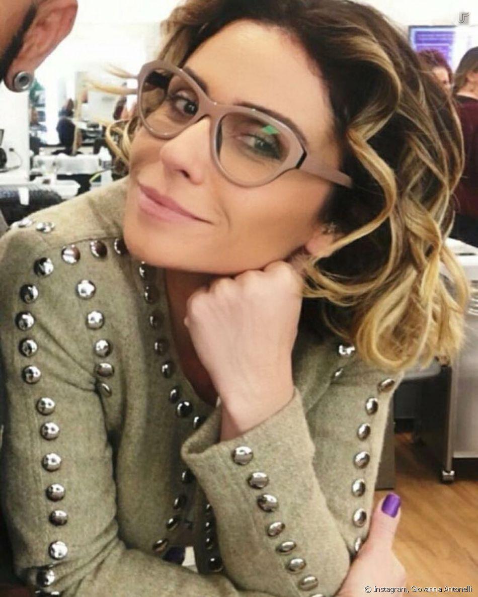 As armações de óculos de grau de Giovanna Antonelli também são grandes e  estilosas 41ceadda68
