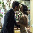Júlia (Vitória Strada) aceita se casar com Gustavo Bruno (João Vicente de Castro) para proteger Danilo (Rafael Cardoso) na novela 'Espelho da Vida'
