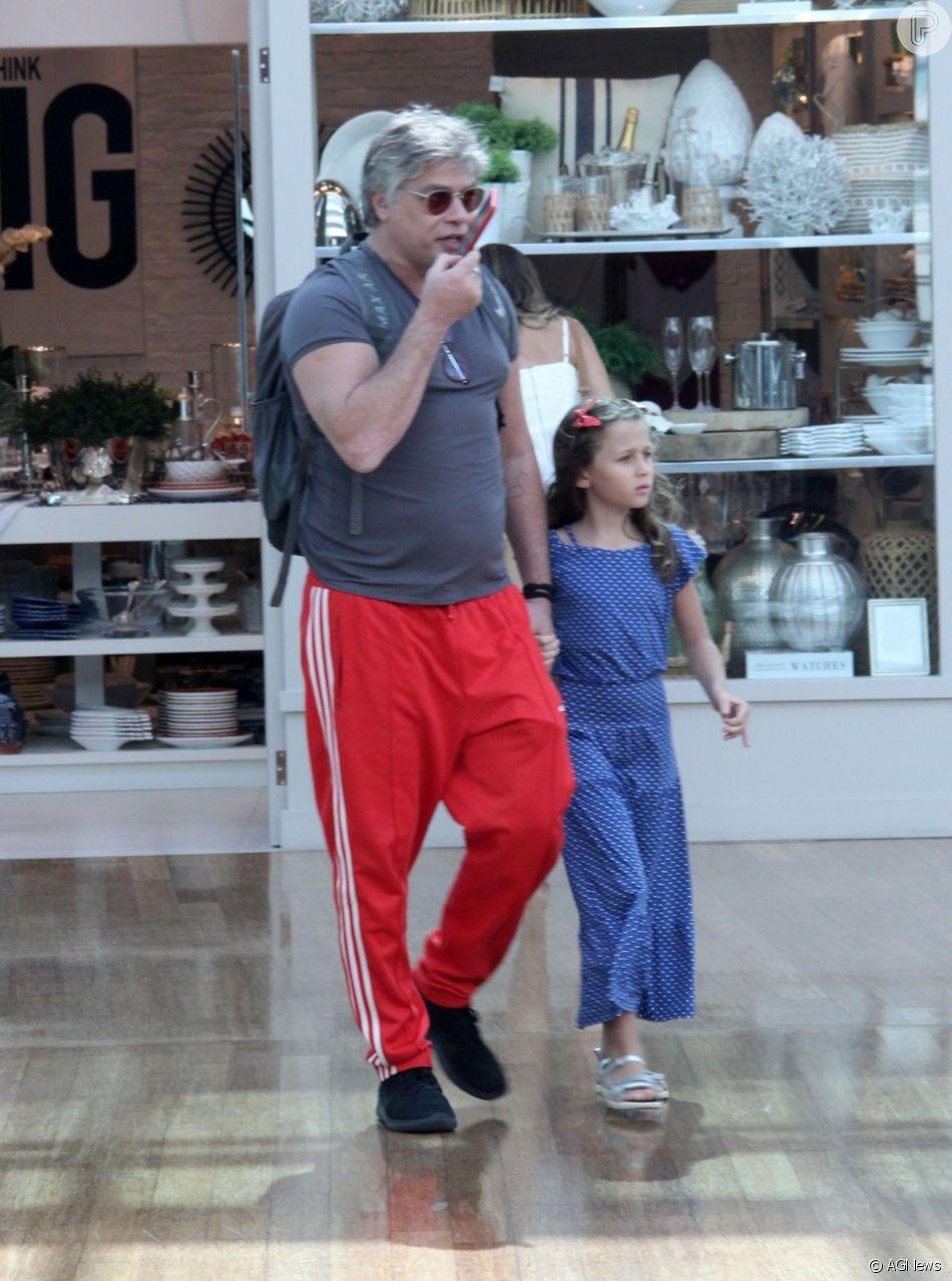 Fabio Assunção e a filha, Ella Felipa, de 7 anos, passearam por shopping do Rio de Janeiro nesta terça-feira, 15 de janeiro de 2019
