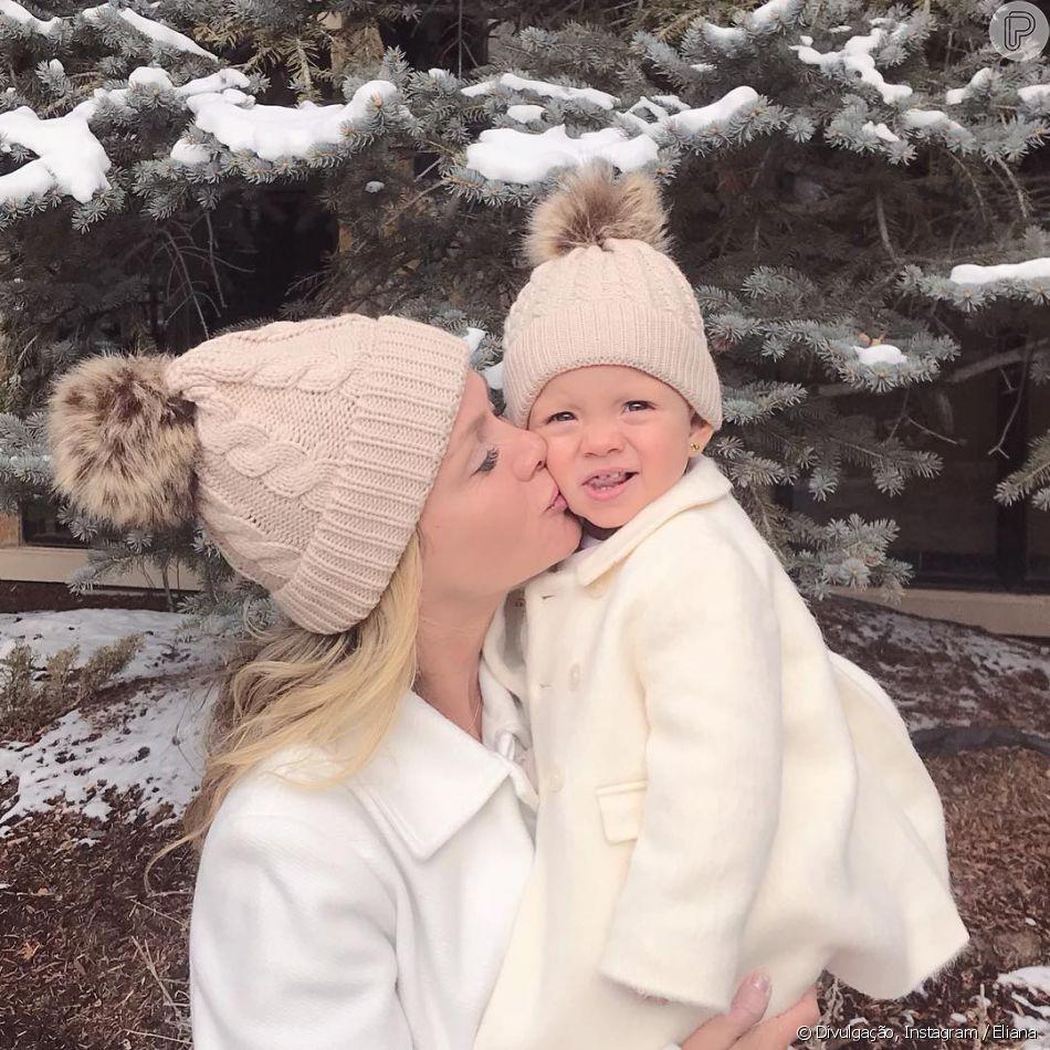 Eliana e a filha, Manuela, combinam look de frio em passeio nos Estados Unidos