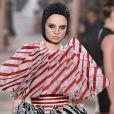Desfile Christian Dior Alta-Costura Primavera/Verão 2019 na Paris Fashion Week: peças estruturadas, listras e plissados