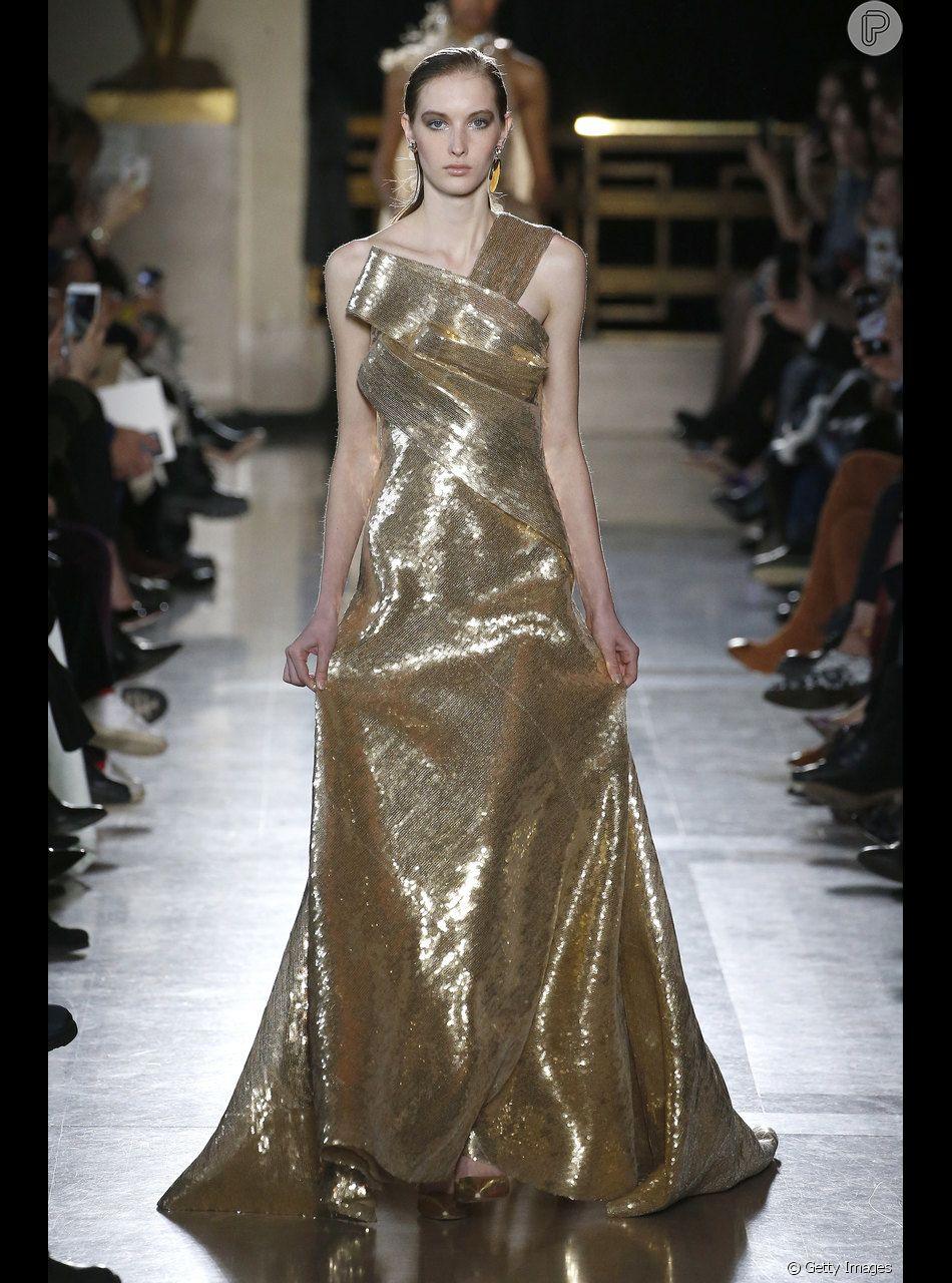 Metalizado Em Alta O Vestido Dourado Longo De Elie Saab
