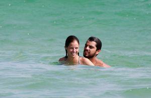 Beijo, risadas e mergulhos! Rodrigo Simas e Agatha Moreira curtem praia no Rio