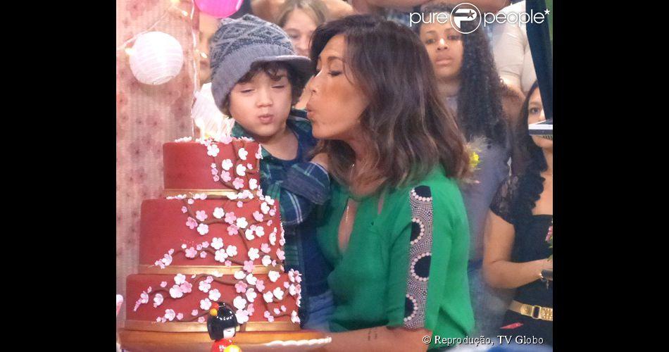 8f9b1ca718b4e Dani Suzuki ganha festa de aniversário surpresa no  Esquenta  com o ...