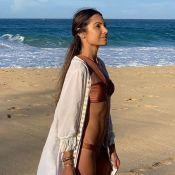 Patricia Poeta une kimono de franjas e biquíni ao curtir praia do Caribe. Fotos!