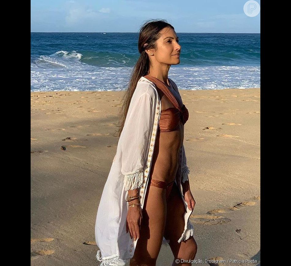 Patricia Poeta mostra corpo sequinho em viagem