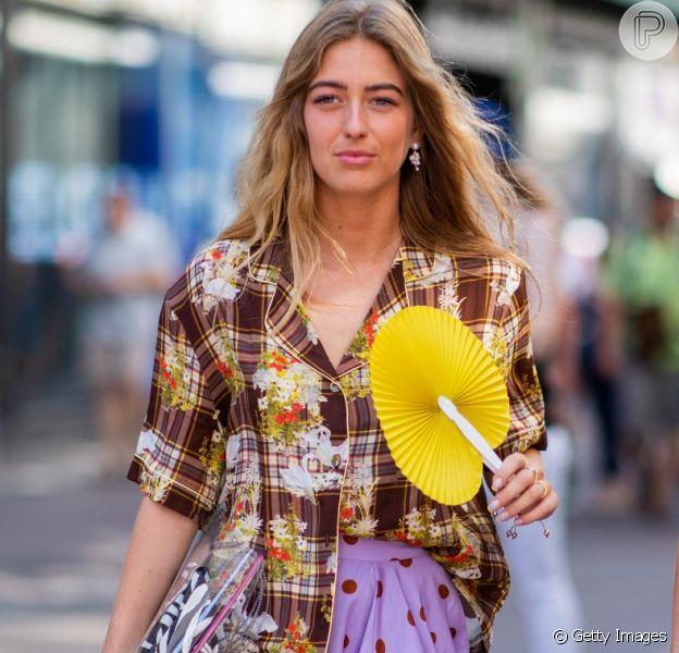 Poá, xadrez e floral em um mesmo look é a cara do verão