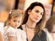 Nina, filha de Mel Fronckowiak, esbanja fofura durante passeio com a mãe. Fotos!