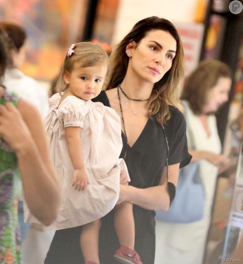 Mel Fronckowiak levou a filha, Nina, de 1 ano, ao teatro neste domingo, 10 de fevereiro de 2019