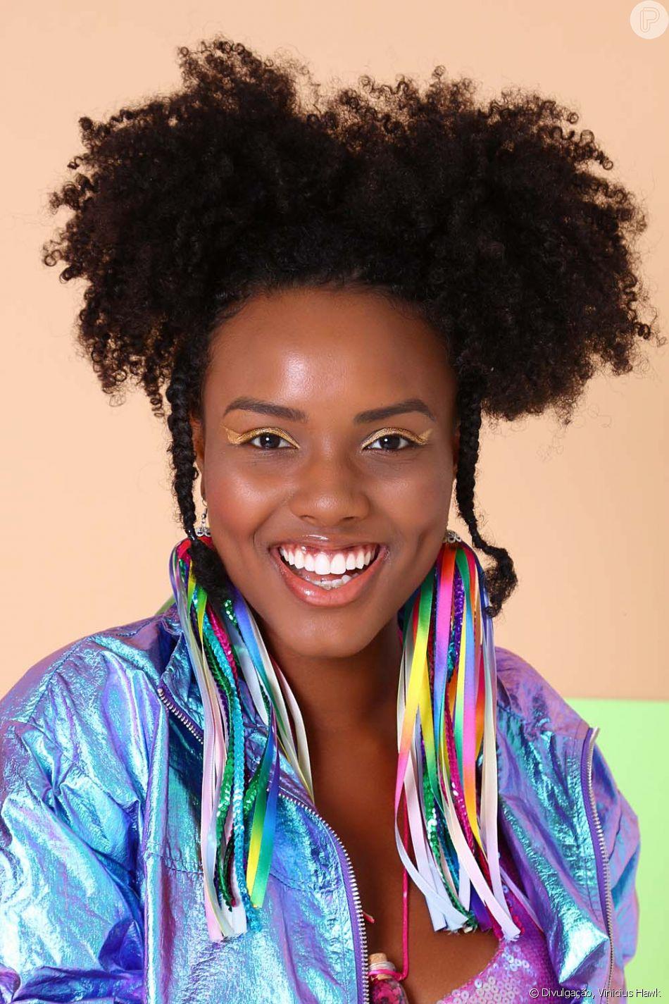 Cachos: aprenda o passo a passo do penteado de coques duplos com trança para o Carnaval