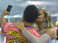 Descalça, sob chuva e com beijo no noivo: o ensaio de Ellen Rocche para carnaval