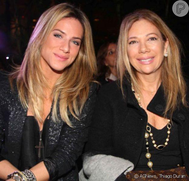 Giovanna Ewbank ao lado da mãe, Débora Ewbank, de quem sempre pegou peças no guarda-roupa