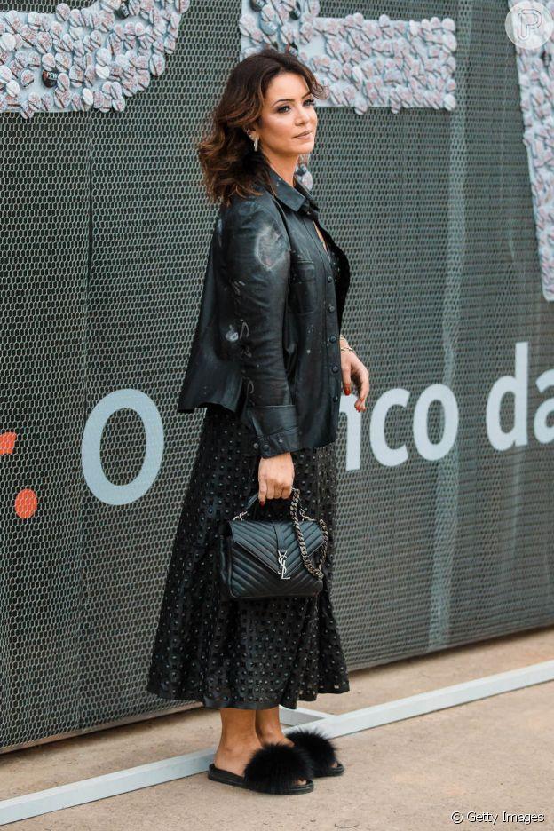 Uma das convidadas da Semana de Moda de São Paulo aposta em sandália flat