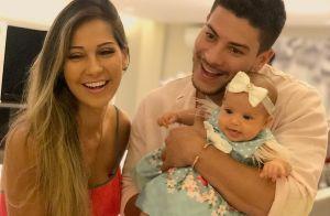 Alerta fofura! Filha de Arthur Aguiar, Sophia beija ator em vídeo: 'Muito amor'