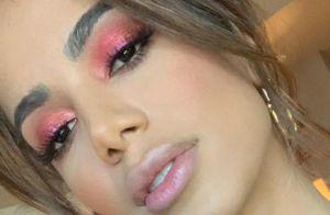 Neon é a aposta de maquiagem para o Carnaval. Se joga na tendência!