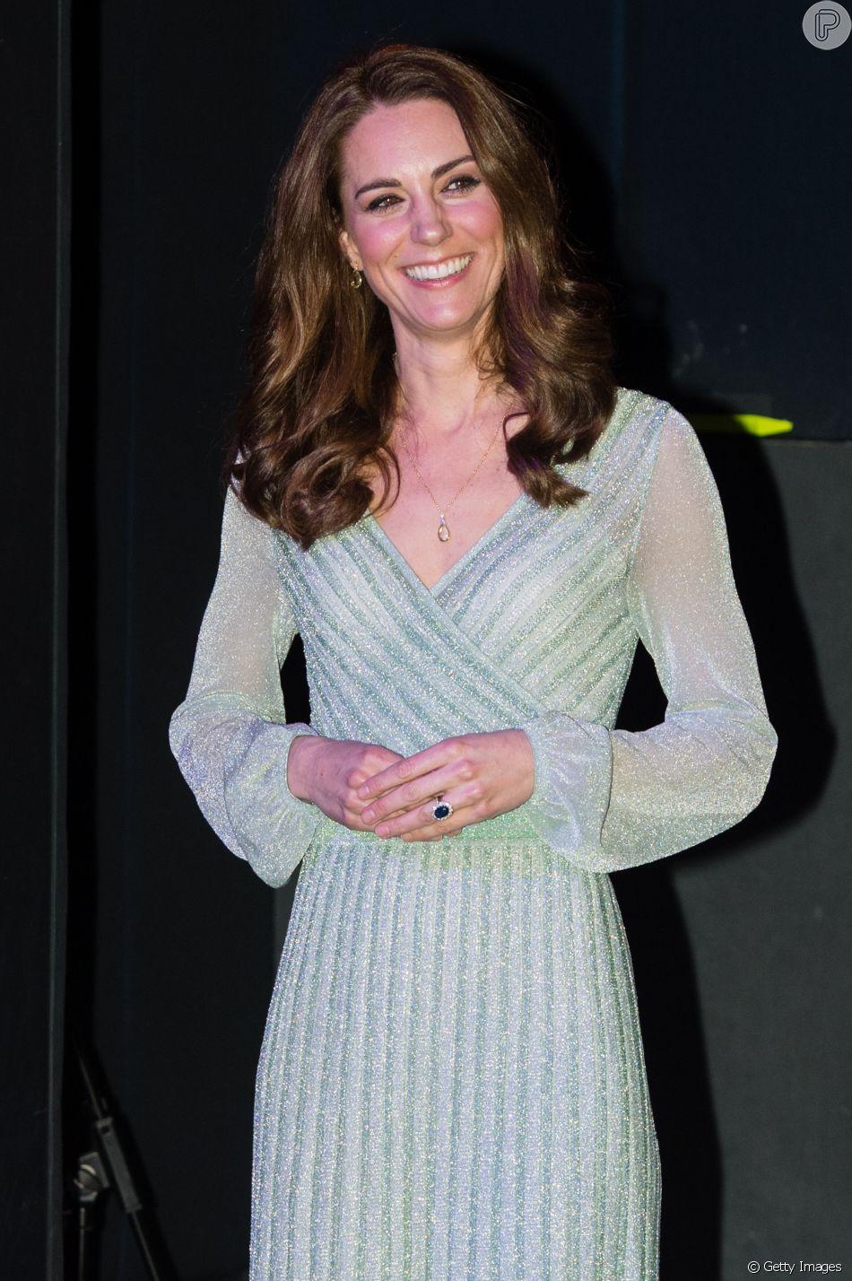 O vestido verde claro de tricô com glitter que Kate Middleton usou na Irlanda do Norte no dia 27 de fevereiro de 2019 esteve à venda no Brasil, mas já esgotou