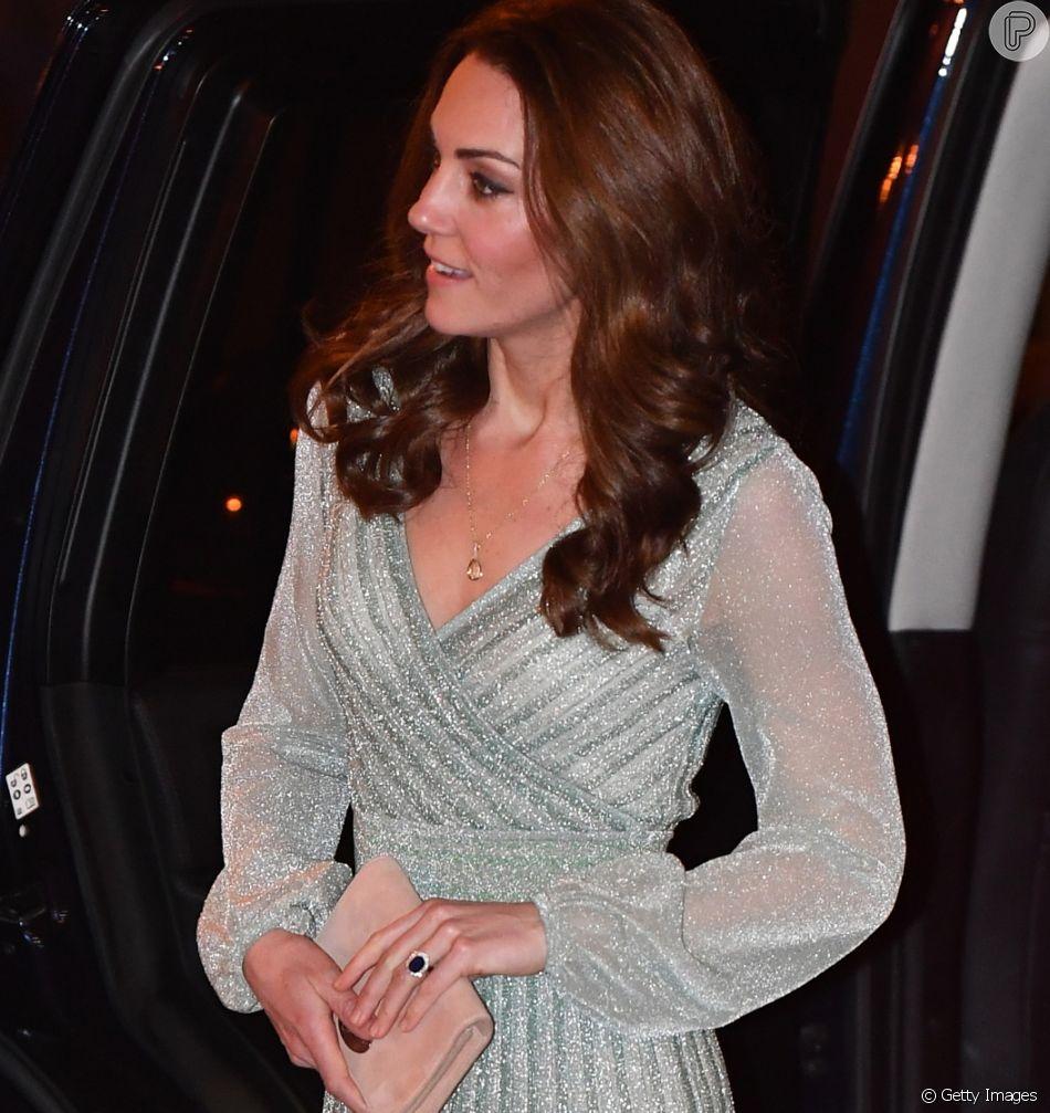 c321c0eed O vestido envelope brilhoso usado por Kate Middleton na Irlanda do Norte na  última quarta-
