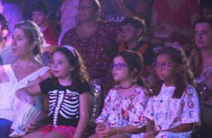 Fofas! Leticia Spiller leva a filha para se divertir no circo. Veja fotos!