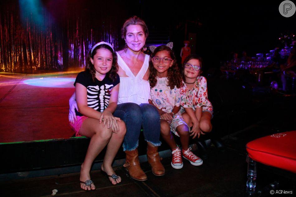 Leticia Spiller vai ao circo com a filha, Stella, no Rio de Janeiro