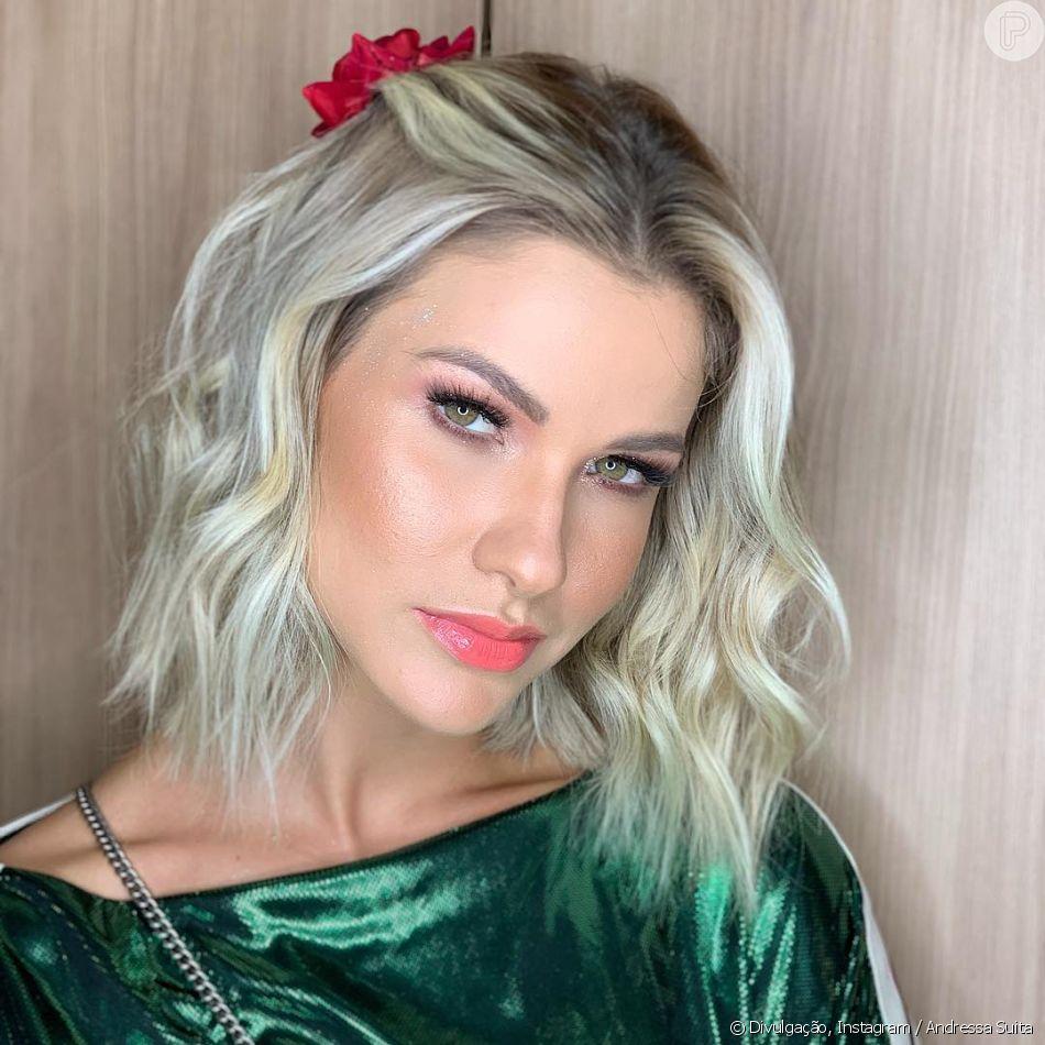 Andressa Suita combinou verde e vermelho em look de grife nesta quarta-feira, 4 de março de 2019
