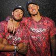 Neymar posou ao lado do amigo Gabriel Medina em camarote de Carnaval