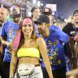 Neymar e Anitta são vistos trocando beijos em área discreta na Sapucaí