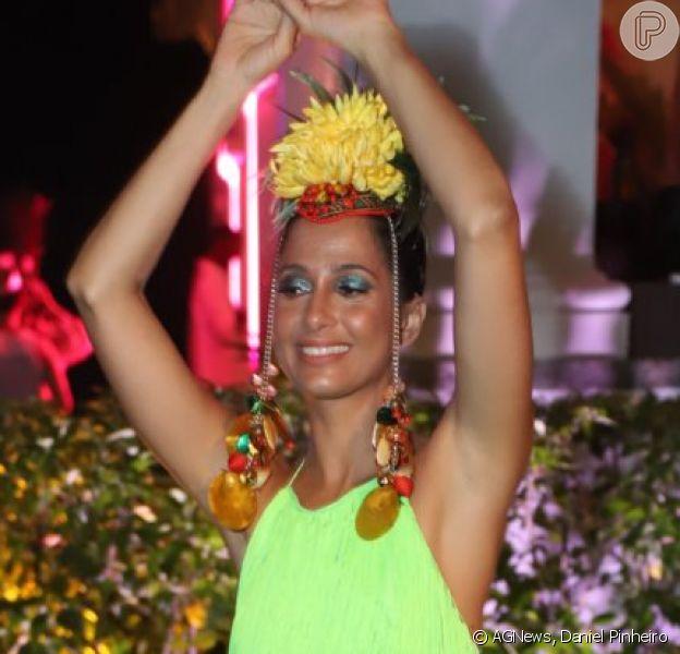 Camila Pitanga apostou em vestido Martu para o Baile da Arara nesta terça-feira de carnaval, 5 de março de 2019