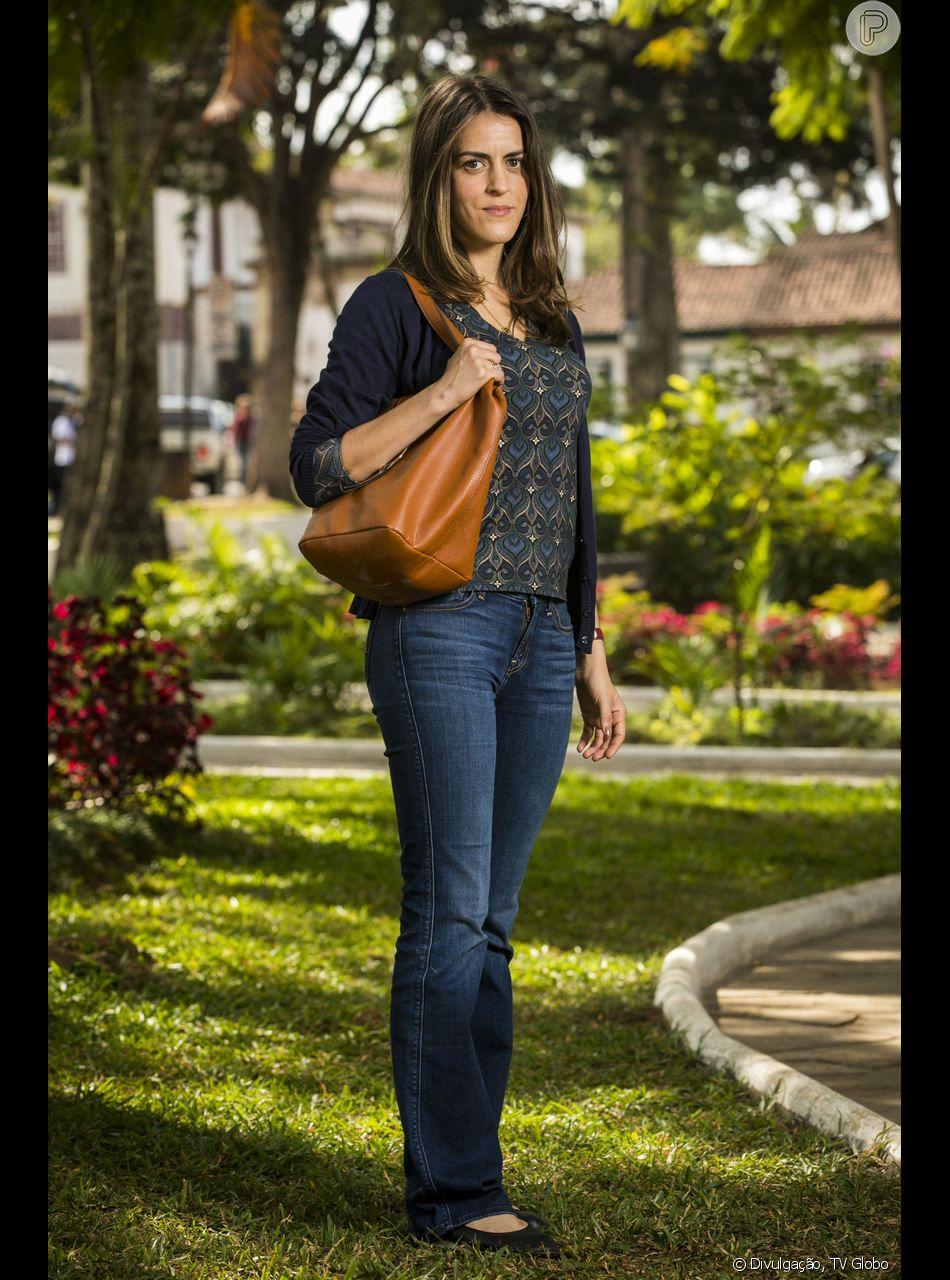 Lenita (Luciana Paes) contará para Pat (Debora Ozório) quem é seu pai, em 'Espelho da Vida'.