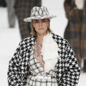 Pantalonas, looks brancos e tweeds: a última coleção de Karl Lagerfeld na Chanel