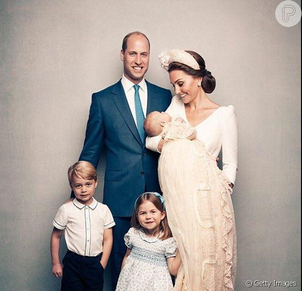 Príncipe George ainda não sabe que é o terceiro da linha de sucessão britânica