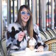 Romana Novais usou mais um casaco de franja para valorizar o visual