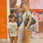 Grazi Massafera e a filha fazem passeio com looks parecidos. Fotos!