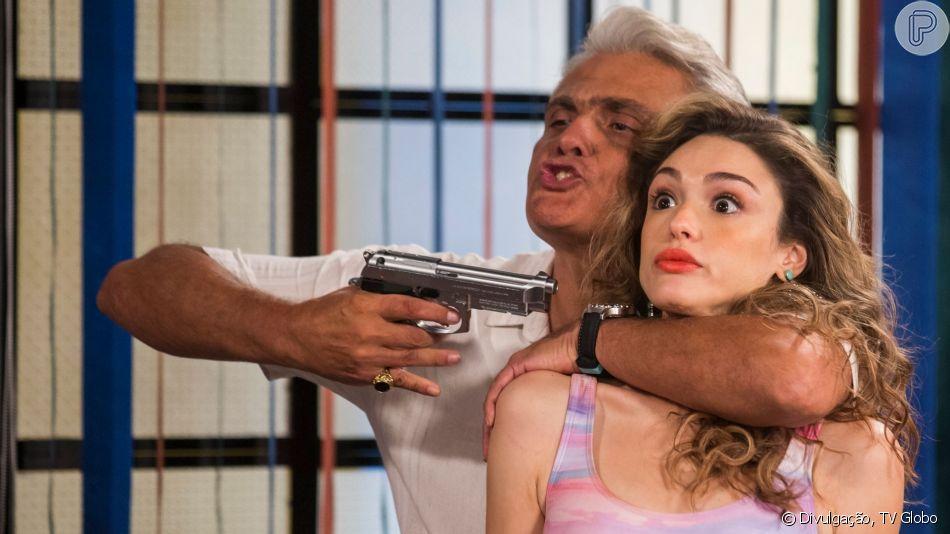 Nos próximos capítulos da novela 'Verão 90', Manu (Isabelle Drummond) é sequestrada pelo Duque de Kiev (Tarcísio Filho) e salva pelo ex, João (Rafael Vitti)