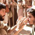 Na novela 'Jesus', Paula Richard mostrou Judas Tadeu (Ricky Tavares) sendo curado por Jesus (Dudu Azevedo) de cegueira: 'Quando não há nada a respeito, podemos criar, tomando cuidado para que seja crível'