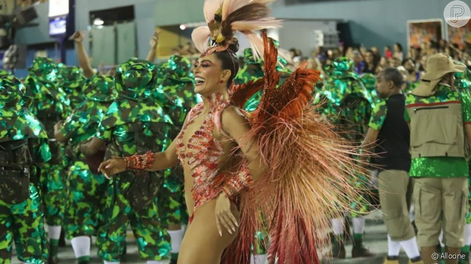 Juliana Paes justificou sua saída da Grande Rio após dois carnavais: 'A nova novela e compromissos de trabalho tomarão conta da minha agenda toda'
