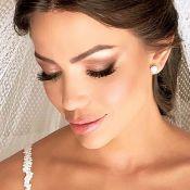 Flores 3D e véu de point d'esprit: O vestido de noiva da mulher de Daniel Rocha