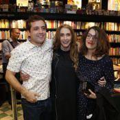 Ao lado de Gregório Duvivier, Clarice Falcão vai a lançamento de livro da mãe
