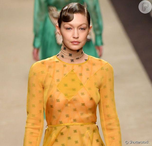 Peças em tons de amarelo deixam os looks mais divertido. Veja várias formas de inserir a trend do amarelo na meia-estação
