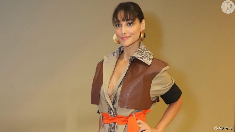 Débora Nascimento em look fashionista: confira detalhes nas fotos