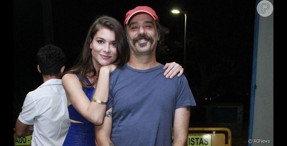Alinne Moraes vai com o marido, o cineasta Mauro Lima, à festa de encerramento da novela 'Espelho da Vida'