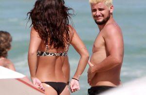 Bruno Gissoni beija Yanna Lavigne e enche a filha de carinho na praia. Fotos!