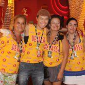 Maria Gadú leva namorada, mãe e tia para desfile das campeãs, no Rio