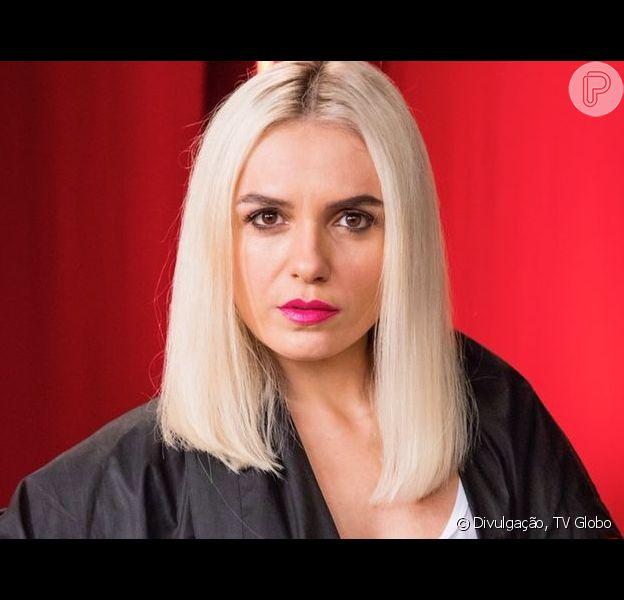 Monica Iozzi fica loira para interpretar Kim, uma mulher obcecada e especialista em redes sociais na novela 'A Dona do Pedaço'.