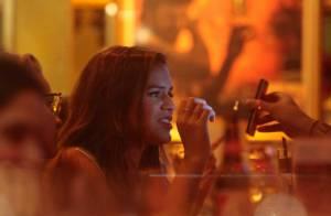 Bruna Marquezine se diverte com Manu Gavassi durante jantar em São Paulo
