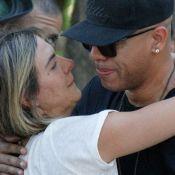 MC Koringa e Carol Sampaio se consolam no velório de MC Sapão: 'Era exemplo'