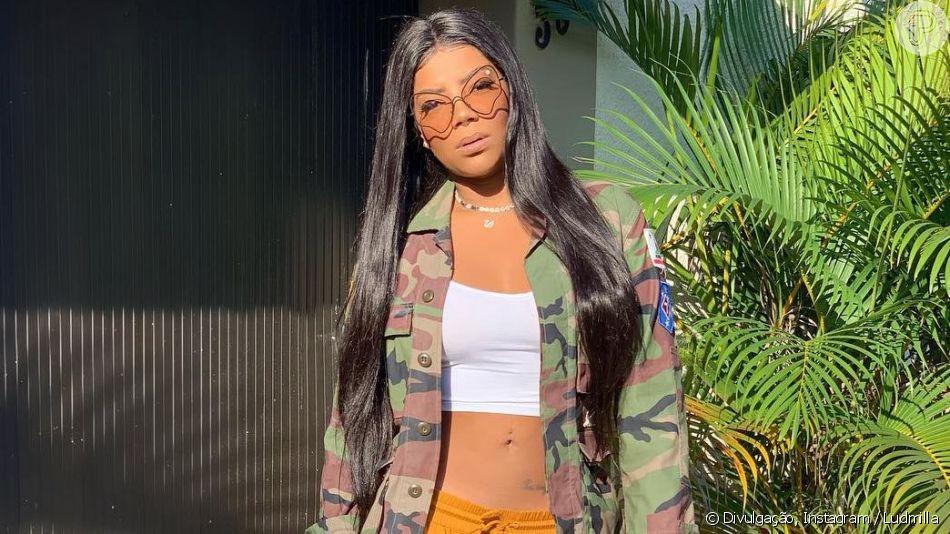 Ludmilla deixou barriga à mostra em look militar nesta sexta-feira, 26 de abril de 2019
