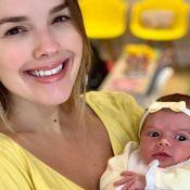 Thaeme e a filha, Liz, de 13 dias, usam amarelo em looks: 'Mamãe copia mesmo'