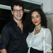 Voltaram? José Loreto e Débora Nascimento passeiam de mãos dadas. Veja foto!
