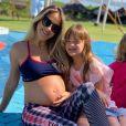 Ticiane Pinheiro arriscou alguns passos de dança na piscina neste domingo, dia 12 de maio de 2019